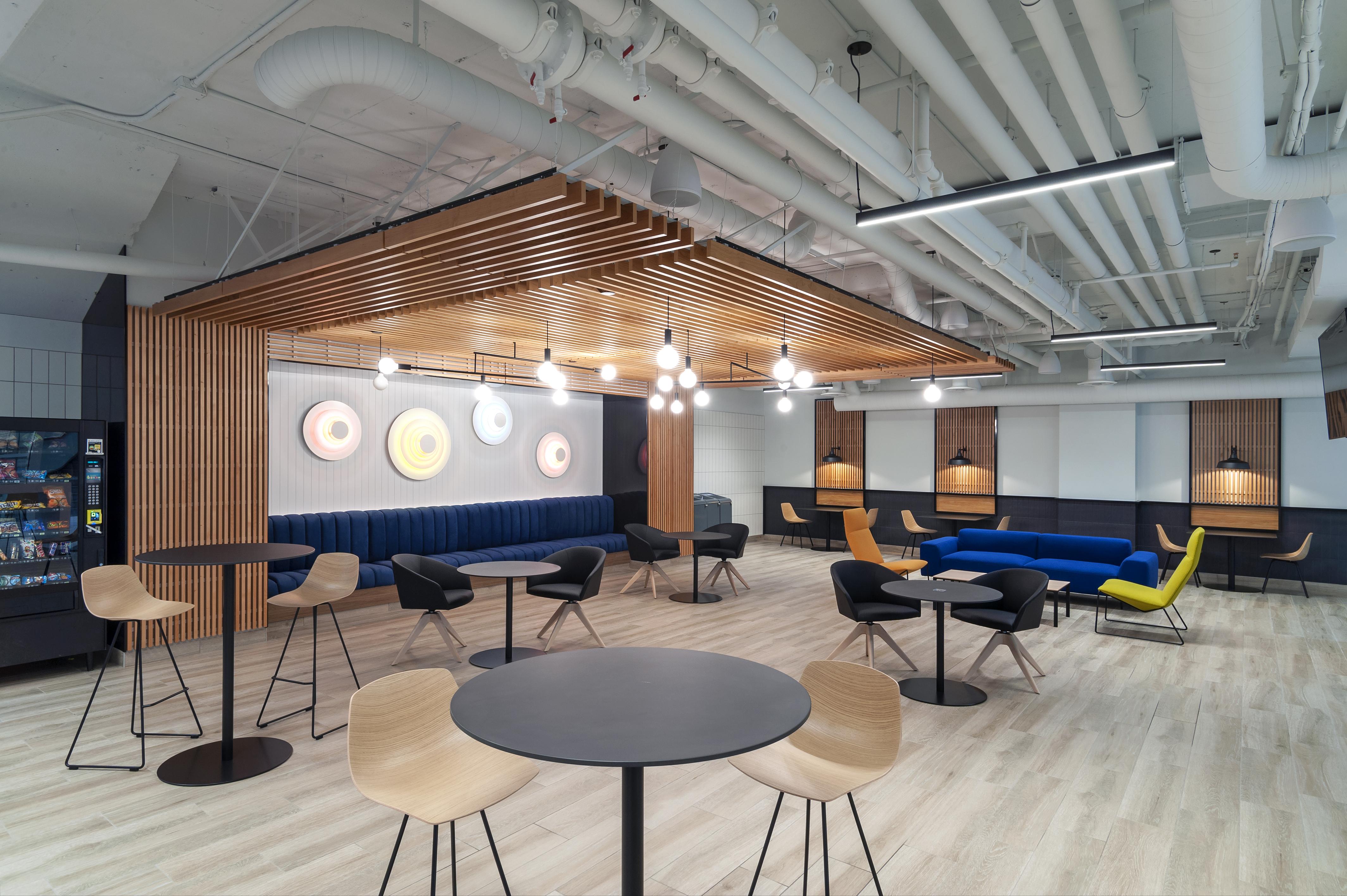 Concourse Level Lounge
